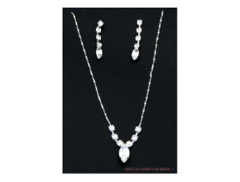 Pendant Style Rhinestone Necklace & Earring Set