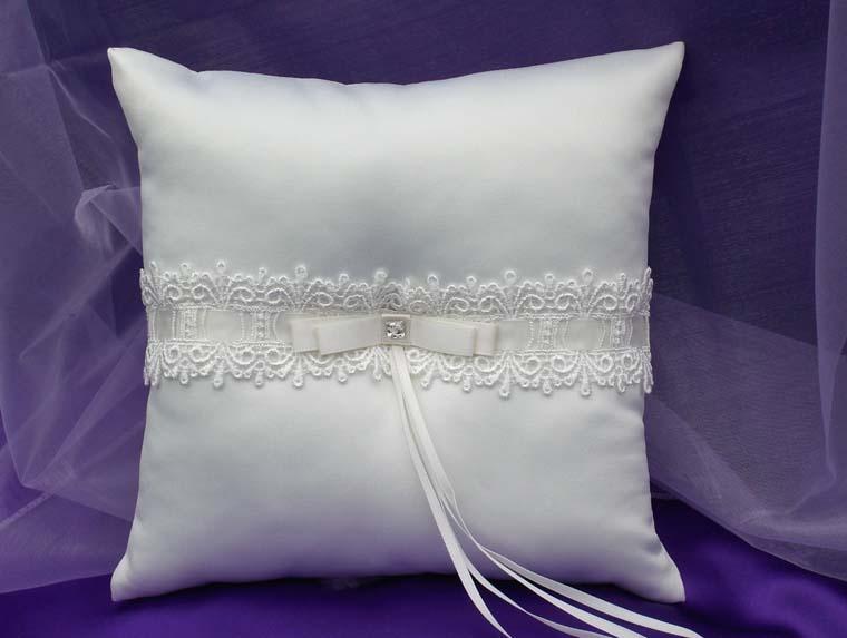 Traditional Wedding Ring Pillow : Elegance Wedding Ring Pillow-Ivory